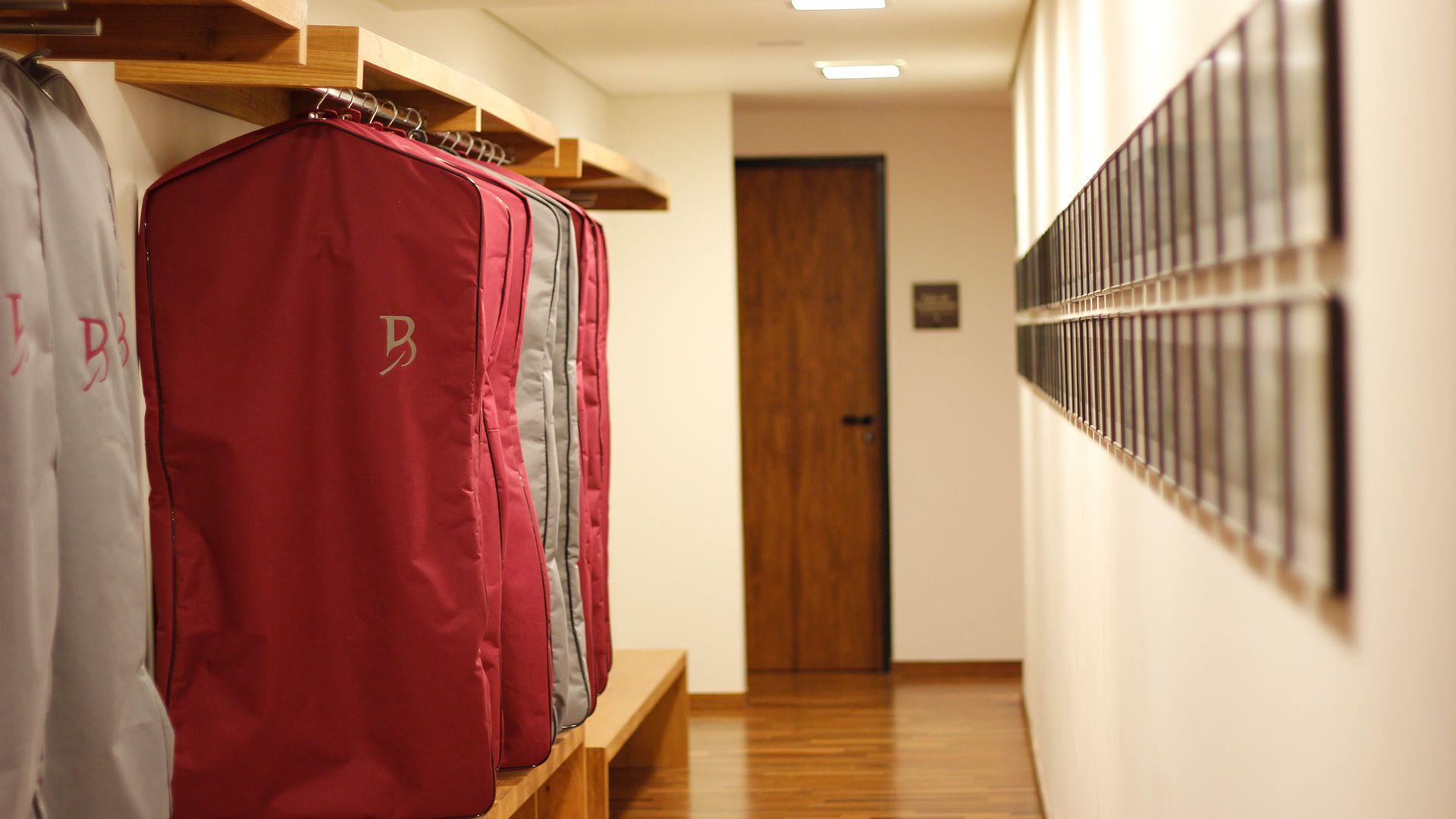 16-spa-hotel-botanique-foto-corredor-cabideiro