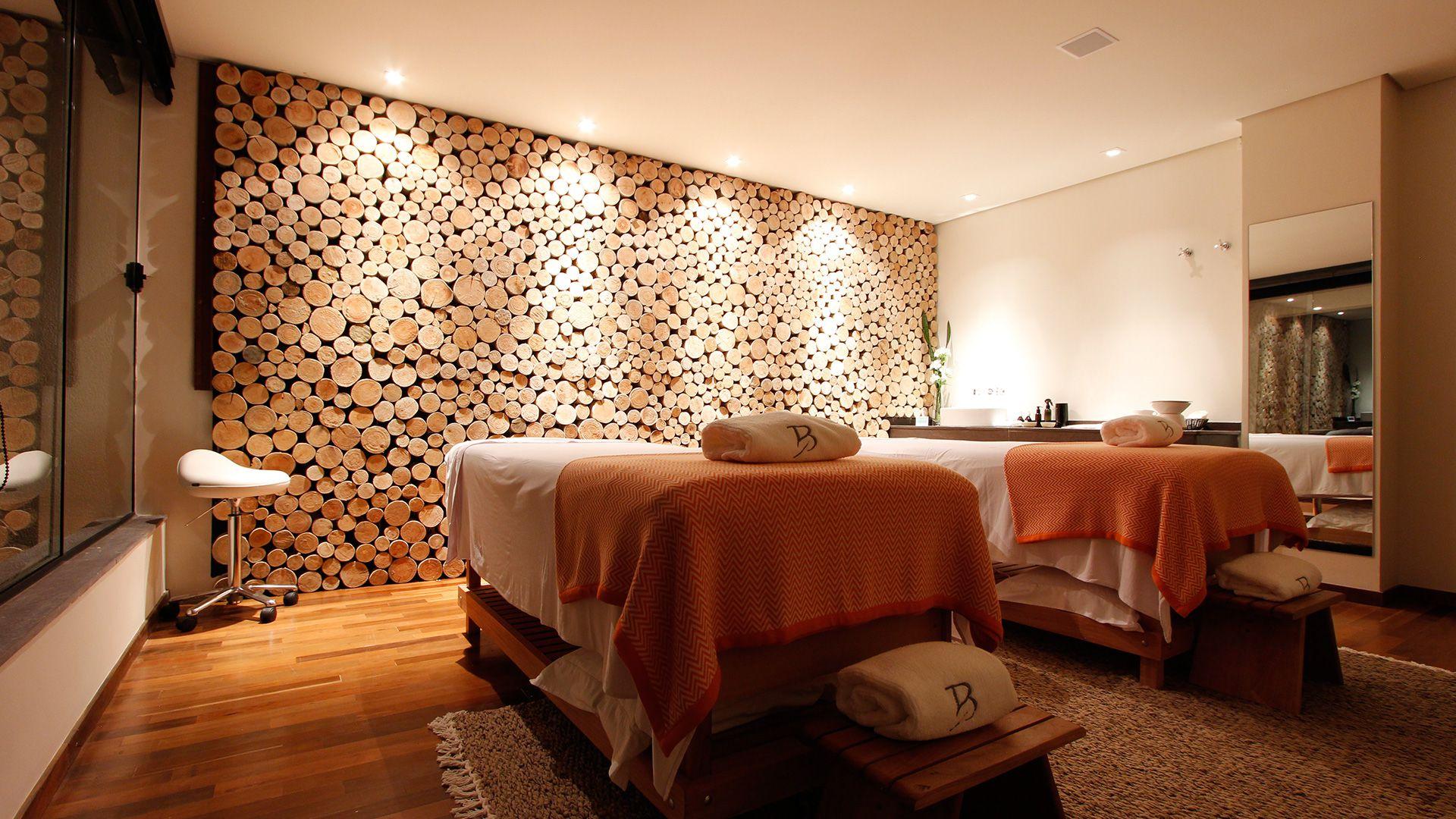 17-spa-hotel-botanique-foto-sala-de-trat-tocos-de-madeira-parede