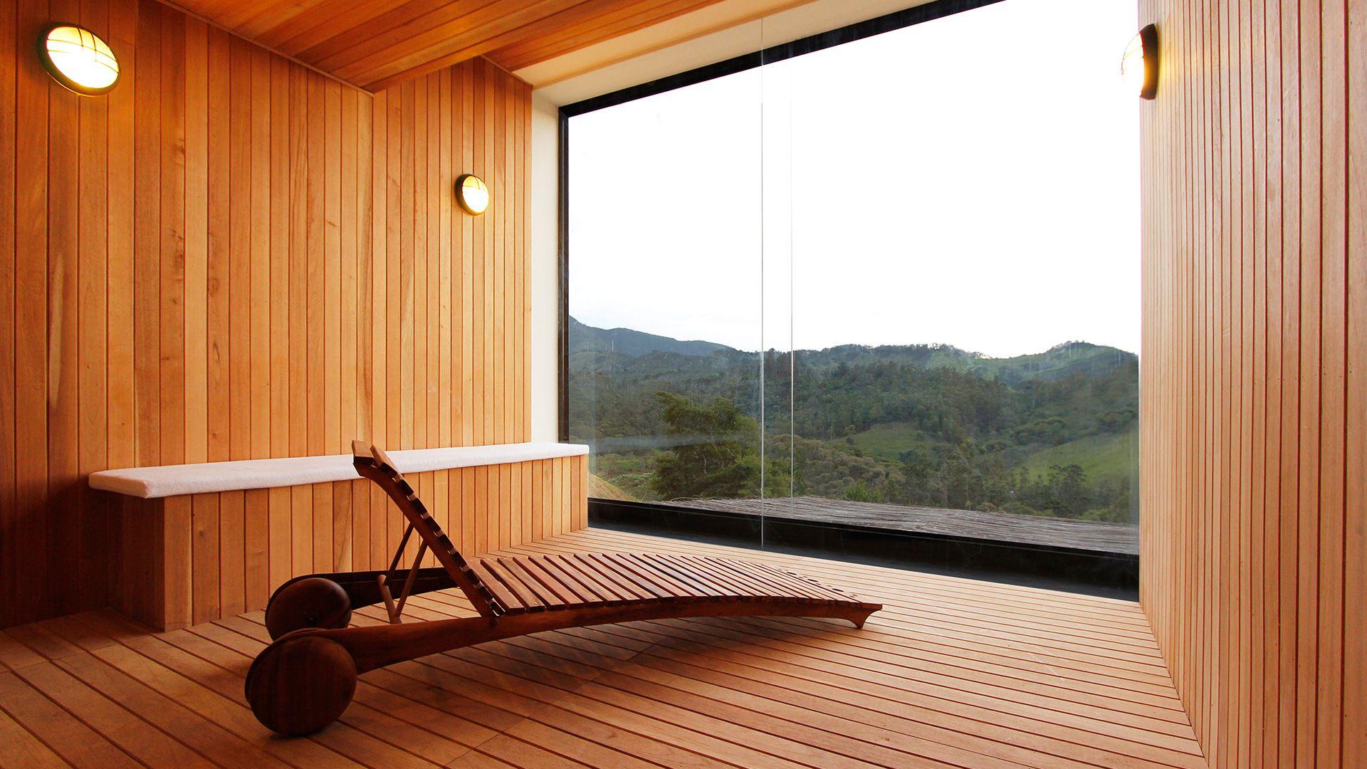 4-spa-hotel-botanique-foto-sala-de-tratamento-em-madeira-com-vista